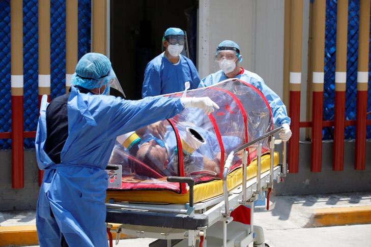 """Carla Vizzotti: """"La letalidad del virus en personal de salud es del 0,6%"""", mientras que a nivel nacional se mantiene estable en 2,6%."""